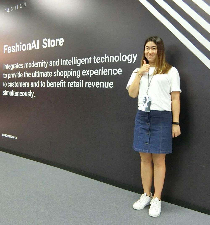 去年,阿里巴巴將FashionAI通過零售概念店的形式,於香港理工大學校園展示,曾子清到場協助媒體參觀及採訪的工作。