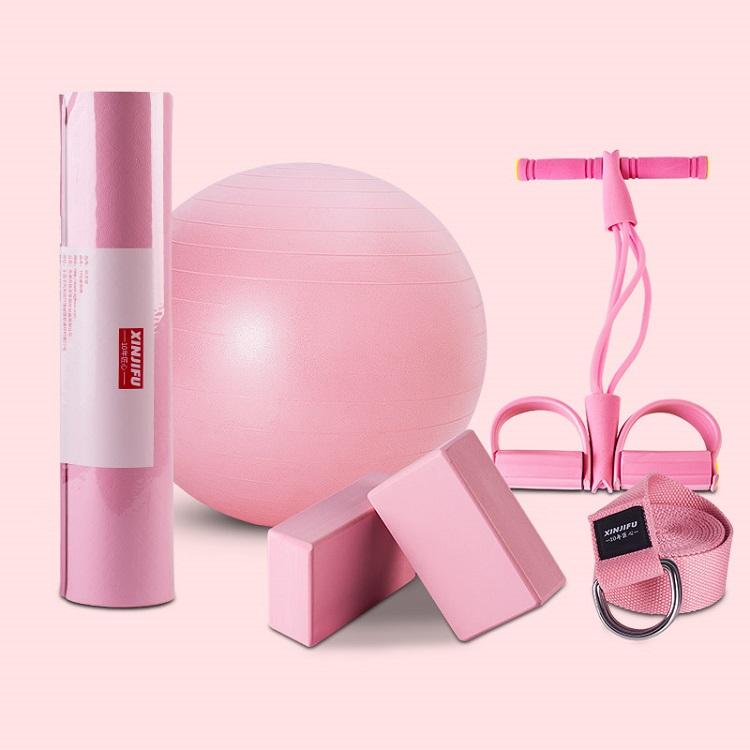 「伊琦瑜伽運動」上出售的瑜伽用品六件套裝。產品設計簡潔且色彩鮮明,迎合年輕一代的口味。