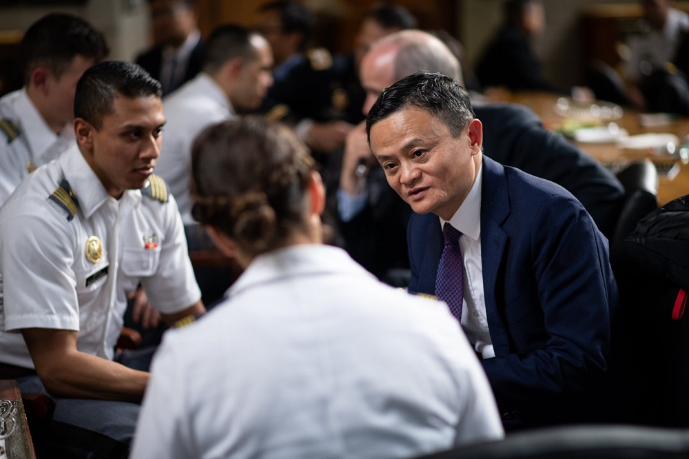 阿里巴巴集團董事局主席馬雲受邀出席西點軍校的「麥克唐納品格領導力論壇(McDonald Conference for Leaders of Character)」以領導力為題作分享,他強調領導者應花更多時間在未來和年輕人身上。