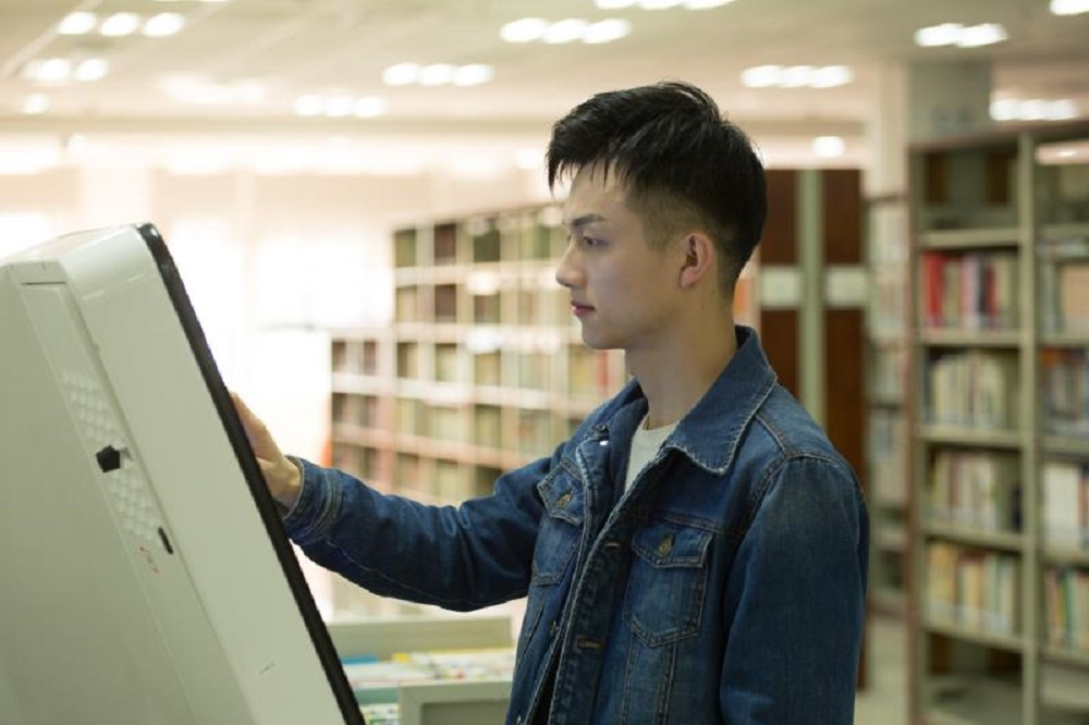 游炬峰在修讀研究生課程時已參與「碼上公益」的項目,幫人之餘,也汲取了項目管理的經驗及提升了編程技能。