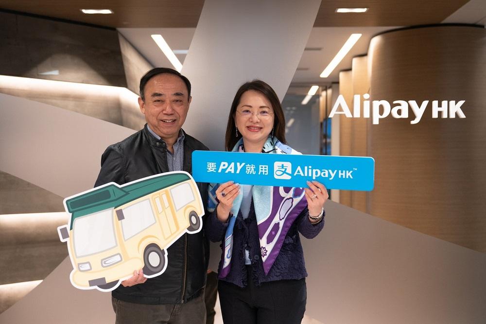 Alipay Payment Services(HK) Limited行政總裁陳婉真和冠榮車行有限公司董事馬僑生宣佈首條應用易乘碼(EasyGo)之九龍專線小巴投入服務。