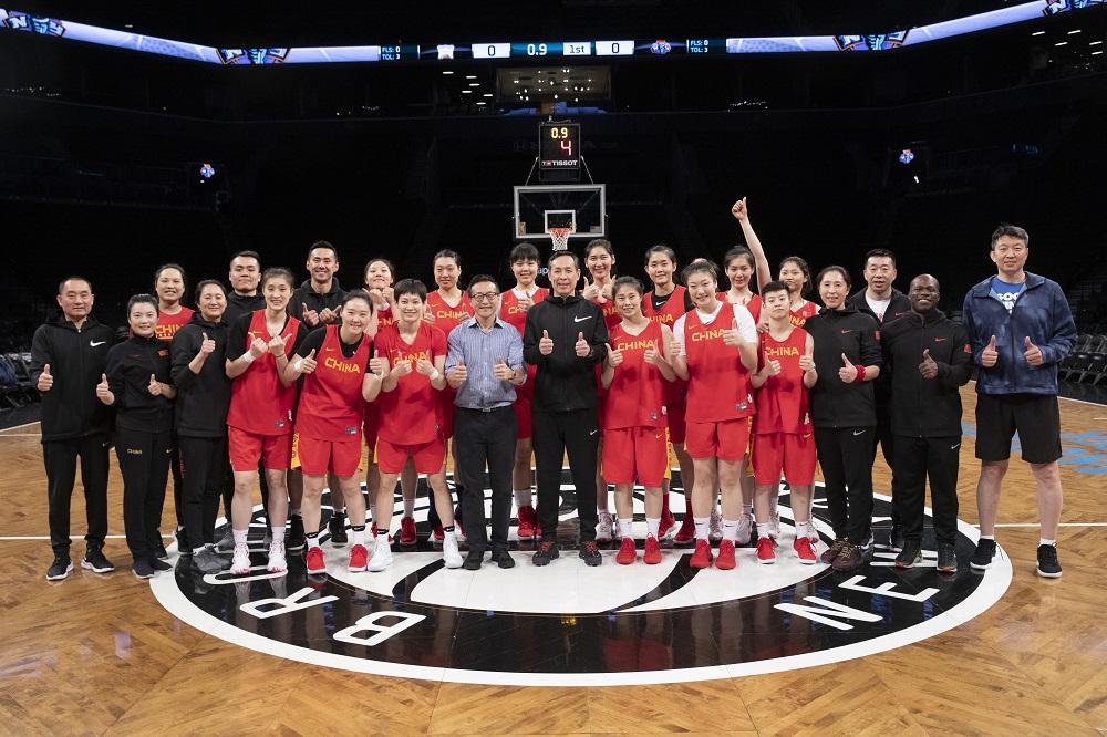 阿里巴巴集團執行副主席蔡崇信促成了中國女子籃球國家隊與紐約自由人隊的友誼賽。