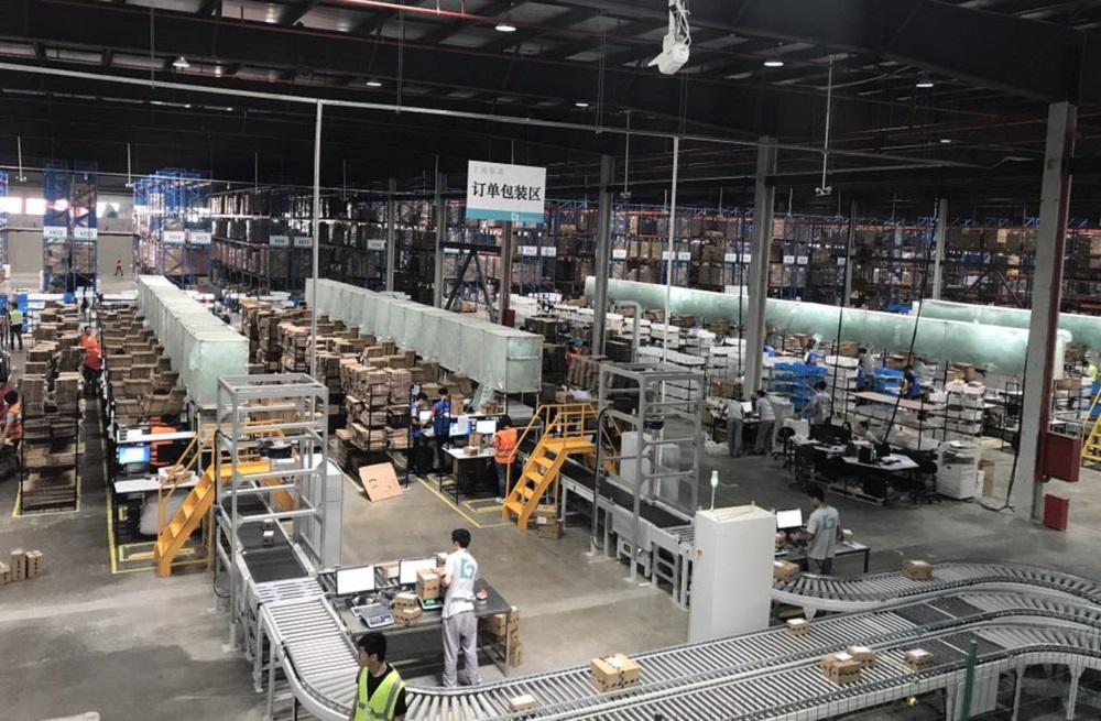 天貓國際位於上海的保稅倉,大量進口商品從這裡送至江浙滬用戶手中。