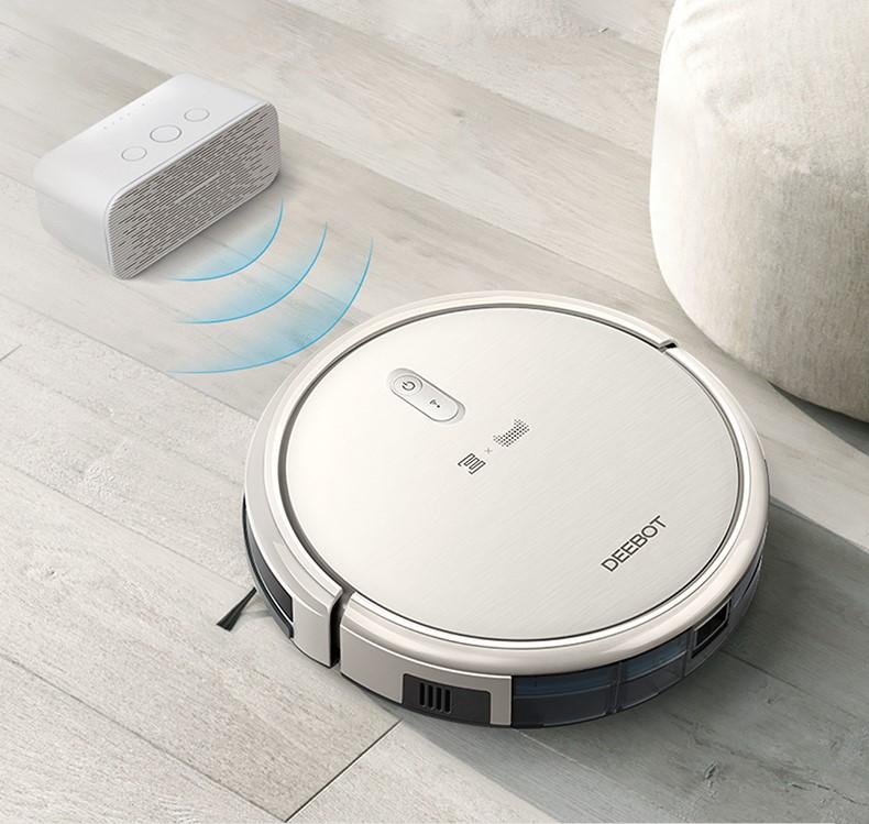 科沃斯聯合天貓精靈推出的語音控制的掃地機器人。