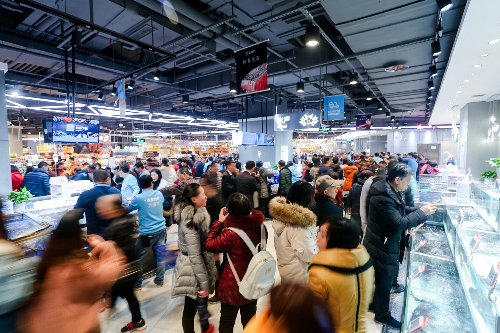 統計顯示,阿里巴巴集團旗下的淘寶天貓成為全球最大的兩個電商平台,盒馬鮮生作為集團新零售標桿,成功融合線上和線下的消費體驗。