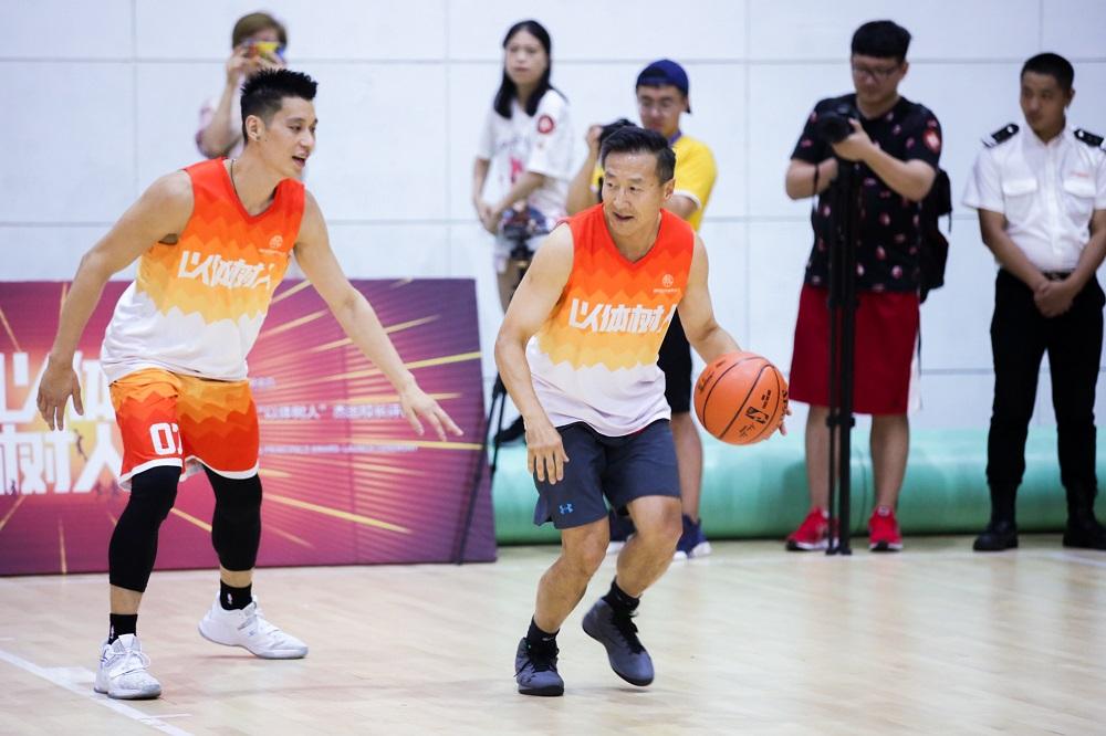 蔡祟信向來熱愛運動,本身亦是美國職業籃球聯賽(NBA)布魯克林籃網隊班主之一。