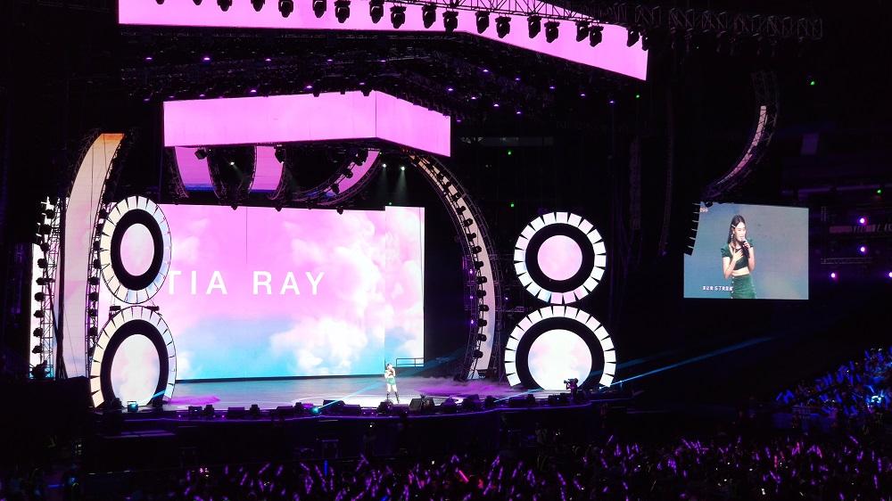 演唱會表演舞台兩邊各有一個「8」字,拼湊起來就代表「巴巴」普通話讀音的「88」,亦是88VIP的名字由來。