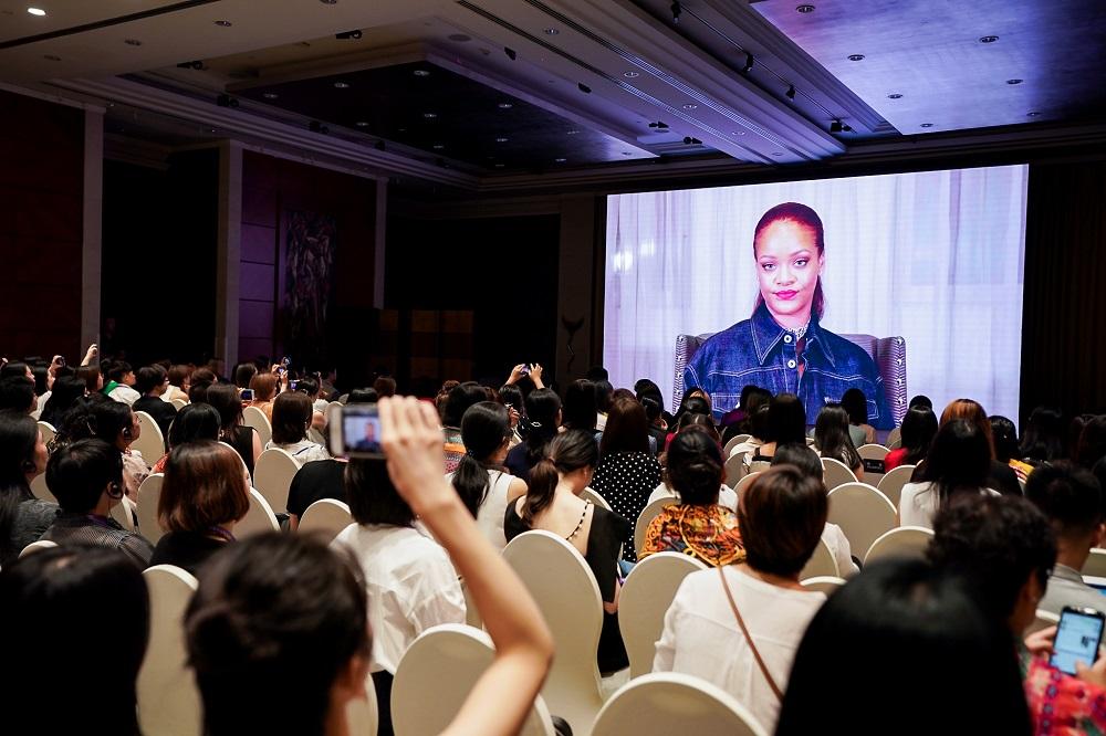 美國著名歌手Rihanna亦透過視頻遙距鼓勵觀眾,希望大家能相信自己,努力及無畏地去實踐夢想。