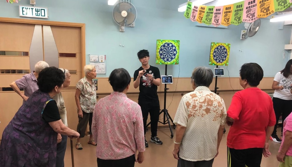 徐詠琳積極將飛鏢運動引入社區中心,向長者推廣飛鏢運動的裨益。(飛鏢工房官網圖片)