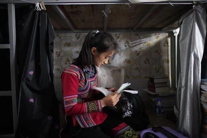 在中國網友的捐贈支持下,居於雲南元陽的普夢黎已經完成高中課程,今年開學季正式走進大學校園。