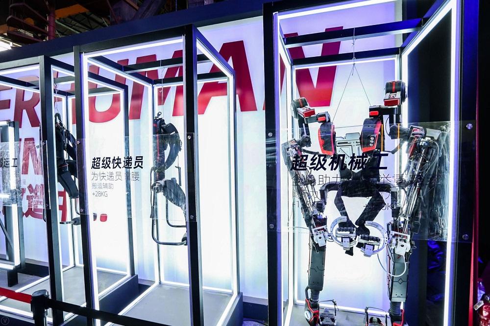 鐵甲鋼拳:利用柔性機械打造「外骨骼系統」,整合各種動力原件和傳感器,結合機器和人工智能,增加人體各項機能。在2019造物節現場中,造物者更會即場挑戰抬起一輛汽車!