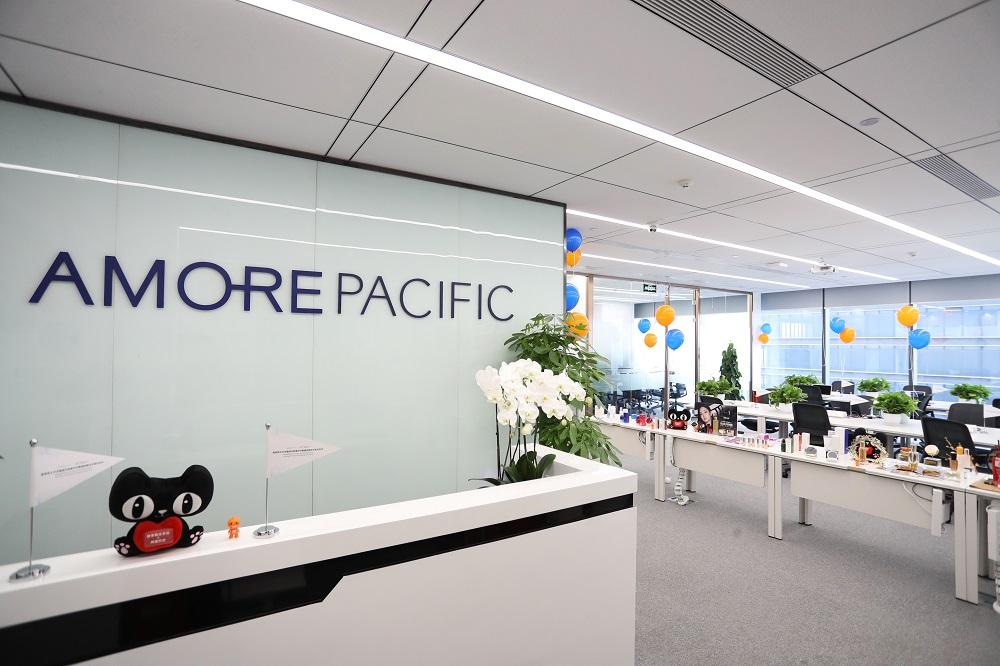 新成立的愛茉莉太平洋駐貓辦,位於杭州市余杭區西側的歐美金融城,該區屬於新興科技企業的辦公室入駐地,跟阿里巴巴集團的西溪園區總部相距約兩公里。