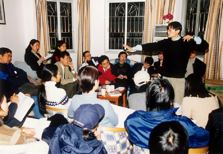 阿里巴巴集團成立初期,包括馬雲在內的18位集團聯合創辦人共同制定集團的使命:讓天下沒有難做的生意,驅動往後的業務策略方針。