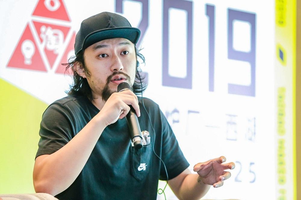 球鞋訂製品牌FZBB主理人桑梓峰指,最初創業從事設計的路途是孤獨的,但只有堅持態度方能看到曙光。