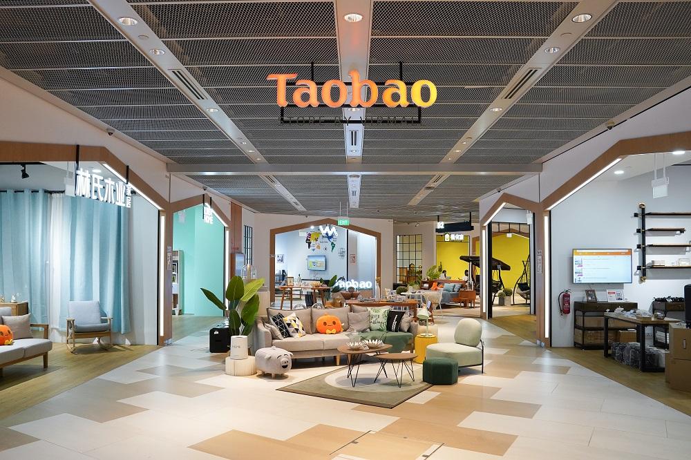 東南亞首家淘寶實體店「Taobao Store by Virmall」落戶新加坡福南商場,店舖面積達6,000平方呎,展示經精心挑選的多種商品,包括家具、家居產品和家電。