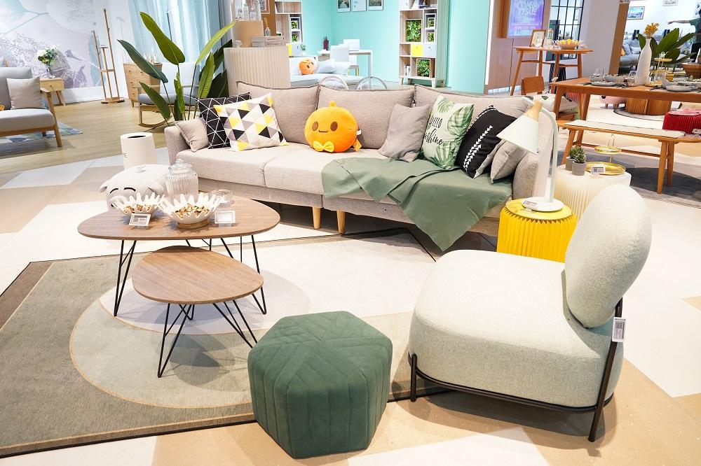 實體店主要展示、但絕不限於家具、家居產品及小家電,未來不排除會引入更多種類的產品。
