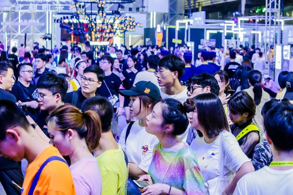 「Z世代」偏好在淘寶上設立特色市場展示創意,並聚集各路不同的支持者,同時在不同的「粉絲圈」之間構思跨界創意,衍生新的市場。