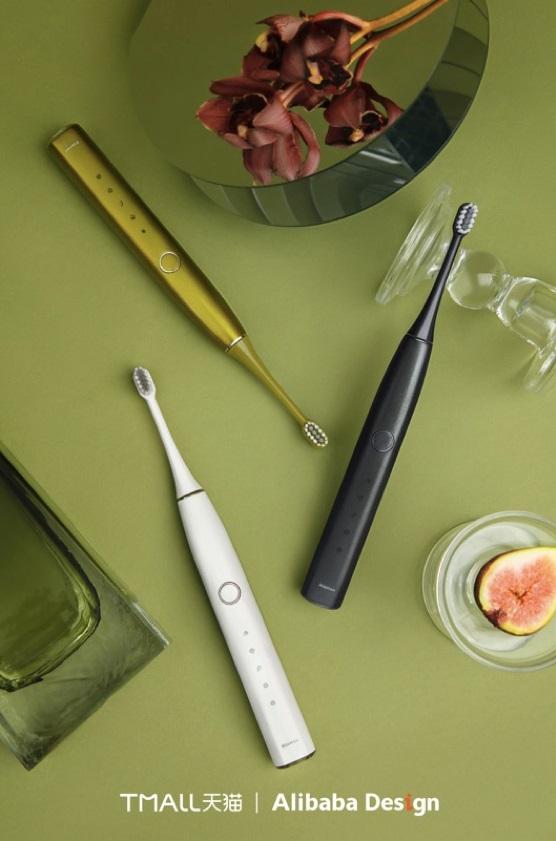 羅曼智能與阿里巴巴集團共同打造的新款電動牙刷「小果刷」,選用了今年大熱的牛油果色系,吸引女性消費者目光。