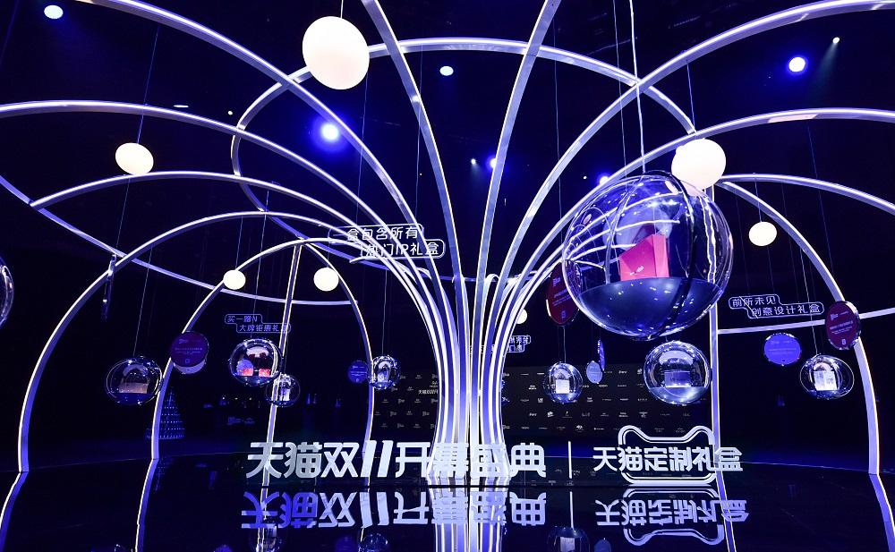 天貓雙11開幕盛典在上海國家會展中心舉行,活動不乏通過影像互動技術,將舞台敘事拓展至不同空間層面。