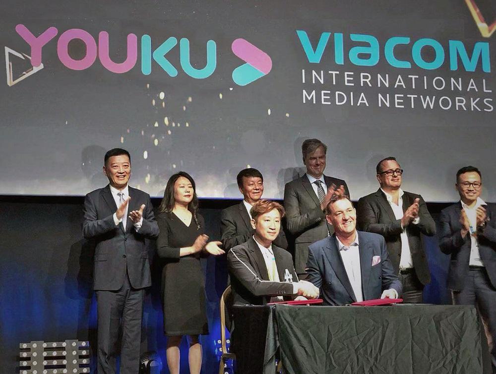 優酷與維亞康姆國際傳媒集團的合作簽約儀式。