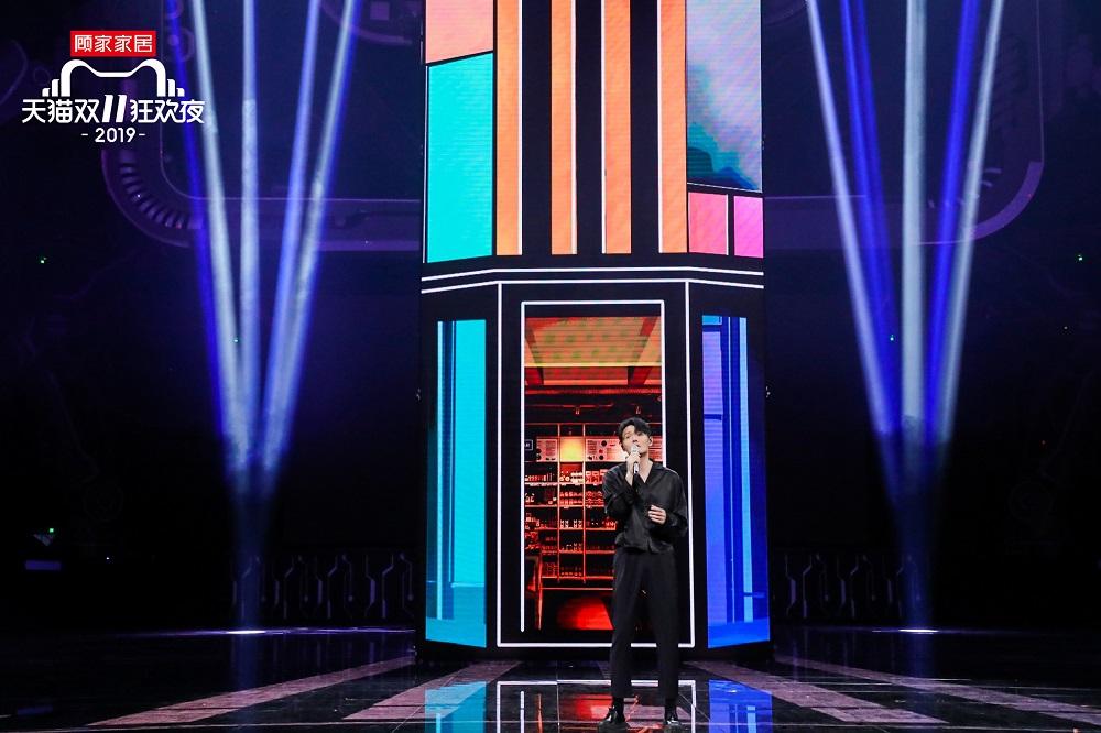 《中國好聲音》冠軍學員導師李榮浩,也現身貓晚為大家獻唱。