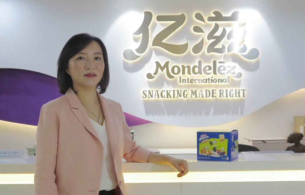 億滋大中華區餅乾品類市場部副總裁袁冬青分享「奧利奧堅果抱抱」從新品變成熱銷品的故事。
