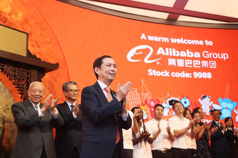 張勇接受《阿里足跡》及香港傳媒的訪問,希望香港可以成為集團全球戰略的起點。圖為張勇參與阿里巴巴集團在香港交易所的上市儀式。
