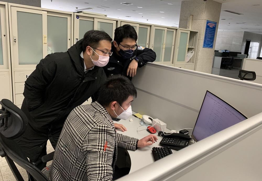 為了推進防疫工作進度,阿里巴巴集團一眾工程師在新春期間仍然趕工,研發「智能疫情機器人」。