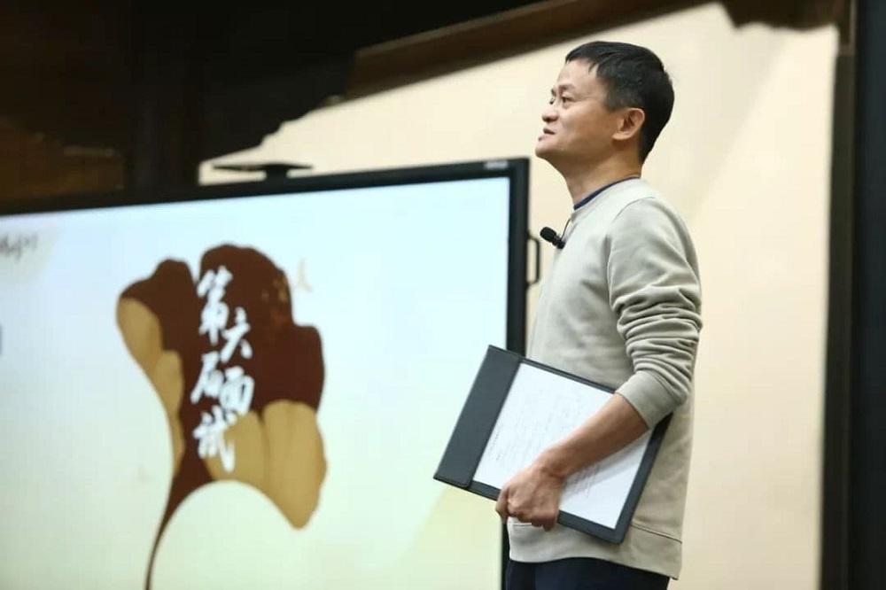 馬雲今年一月在湖畔大學第六屆招生面試中分享企業家的經營之道,簡介湖畔大學的宗旨。