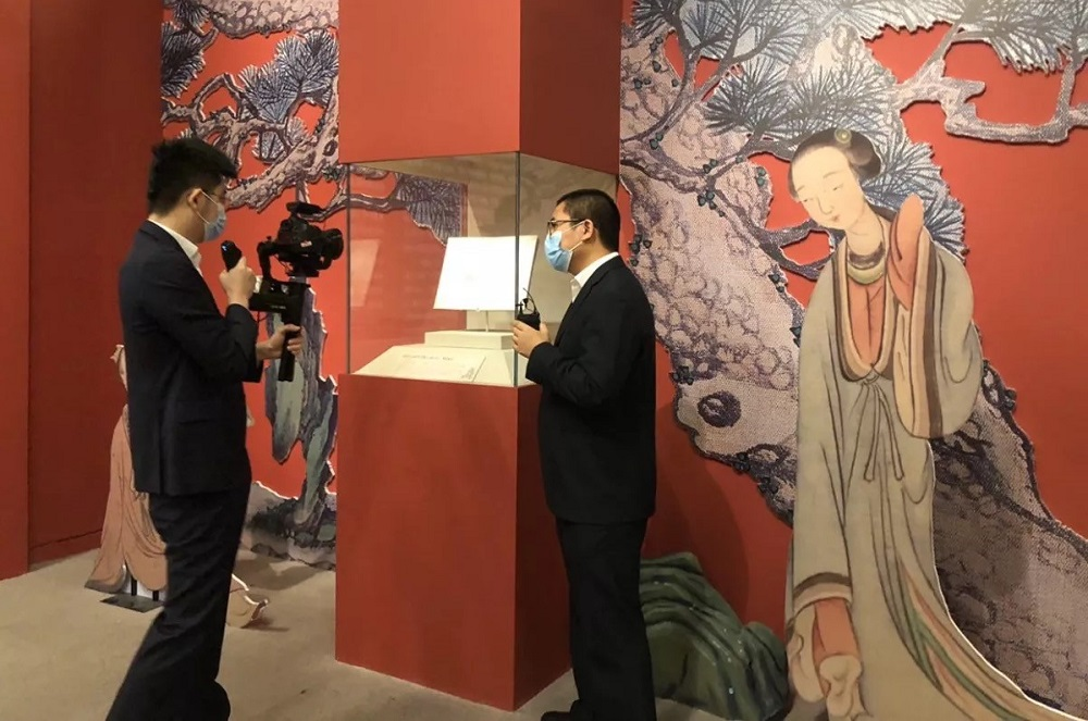中國國家博物館的講解員,為淘寶直播的觀眾介紹館藏。