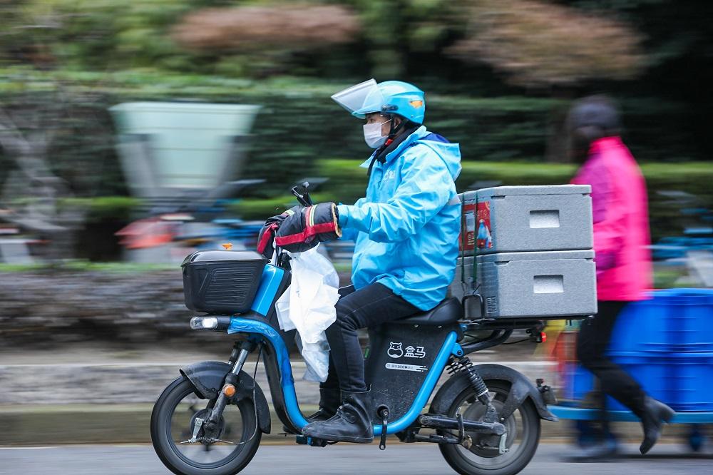 盒馬在中國除武漢以外的城市已經全面恢復正常營運,配送也普遍恢復首單免運費。