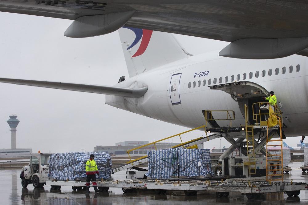 馬雲公益基金會和阿里巴巴公益基金會向加拿大捐贈的醫療物資,已經運抵多倫多及準備分發。