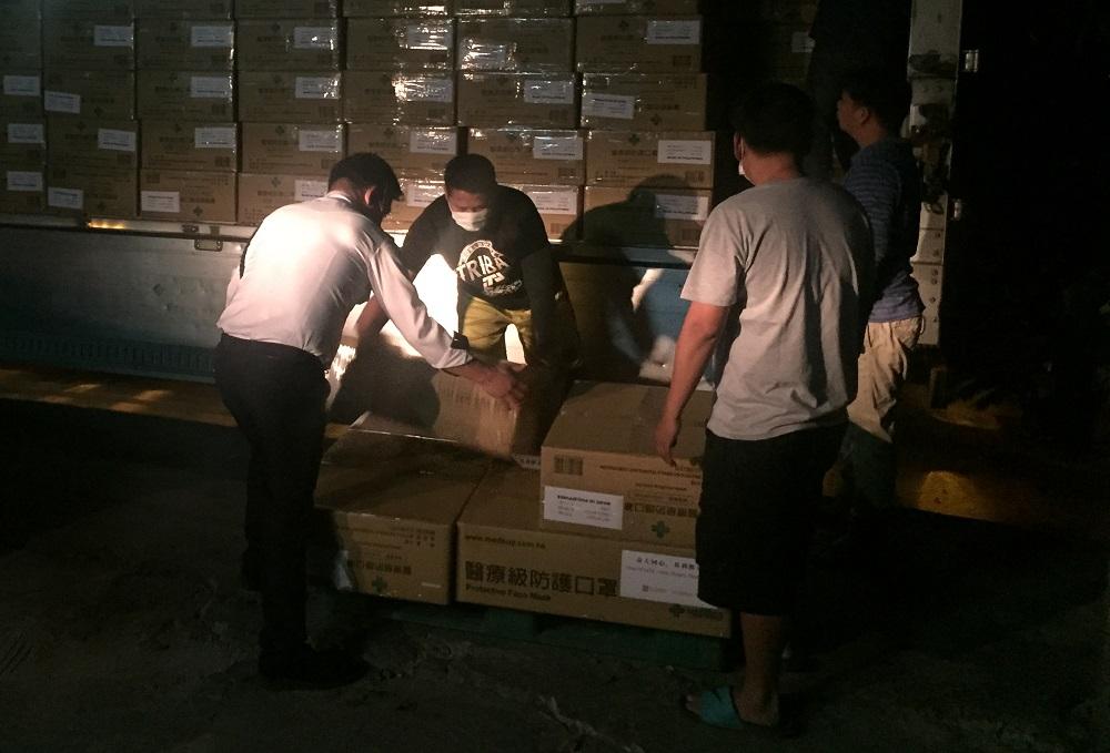首批捐贈予菲律賓的醫療物資運抵馬尼拉。