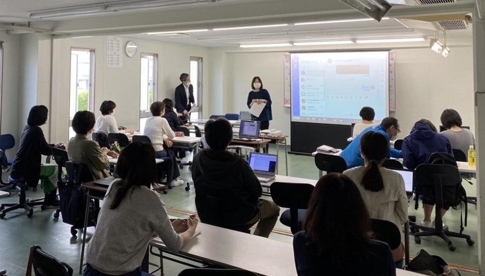 日本翰林日本語學院發起培訓,向教職人員講授釘釘的使用方式及守則。