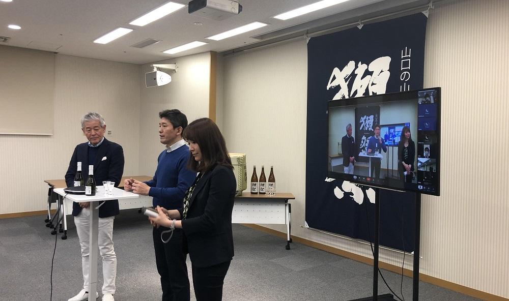 生產清酒「獺祭」品牌的日本酒廠旭酒造株式會社,透過釘釘視像會議與世界各地的支持者會面。
