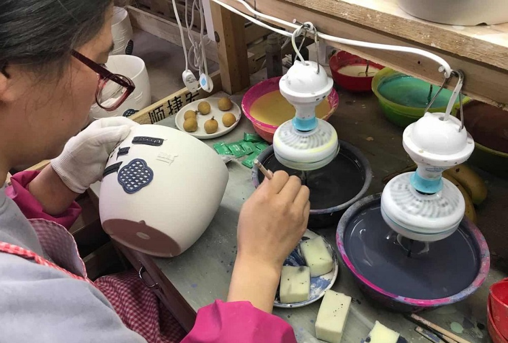 在淘寶C2M團隊的消費者洞察指導下,福建泉州的德化陶瓷商家青勝家居在設計產品之前,已經能更準確地判斷產品會不會成為熱銷產品。