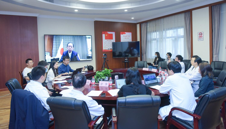 日本自民黨幹事長、日本醫療國際化機構名譽理事長二階俊博在視像會議致辭,引用中文諺語「患難見真情」及「患難知真交」形容中日友誼。