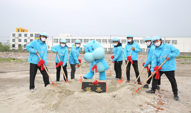 盒馬在4月中宣佈其總部將會落戶上海浦東新區航頭鎮,同時在當地投資建設「盒馬產業基地」項目,作為新零售供應鏈升級的基石。