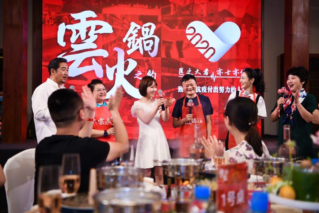 「雲火鍋」之約,源於抗疫醫護王琪(後排左三)在社交平台上分享的小心願。
