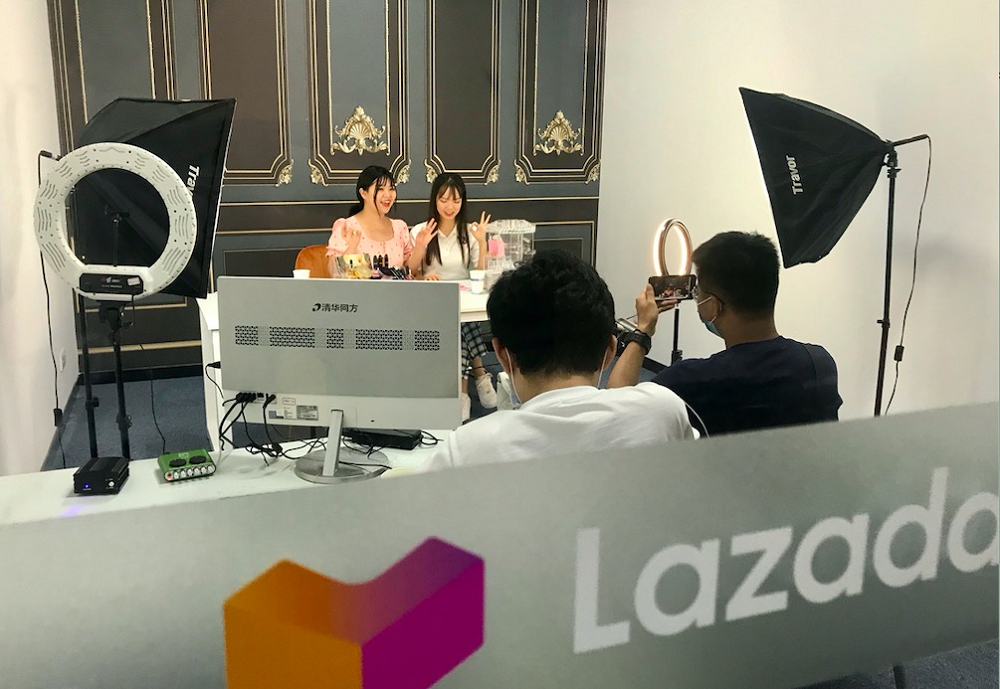 Lazada與廣西外國語學院、南寧職業技術學院等高校聯合設立直播電商人才基地,積極孵化與培育外語直播人才,為當地學生提供更多職業發展與就業機會。